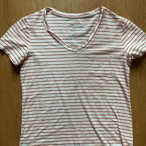 Universal thread red and white tee